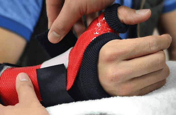 Custom red and black Hand Splits
